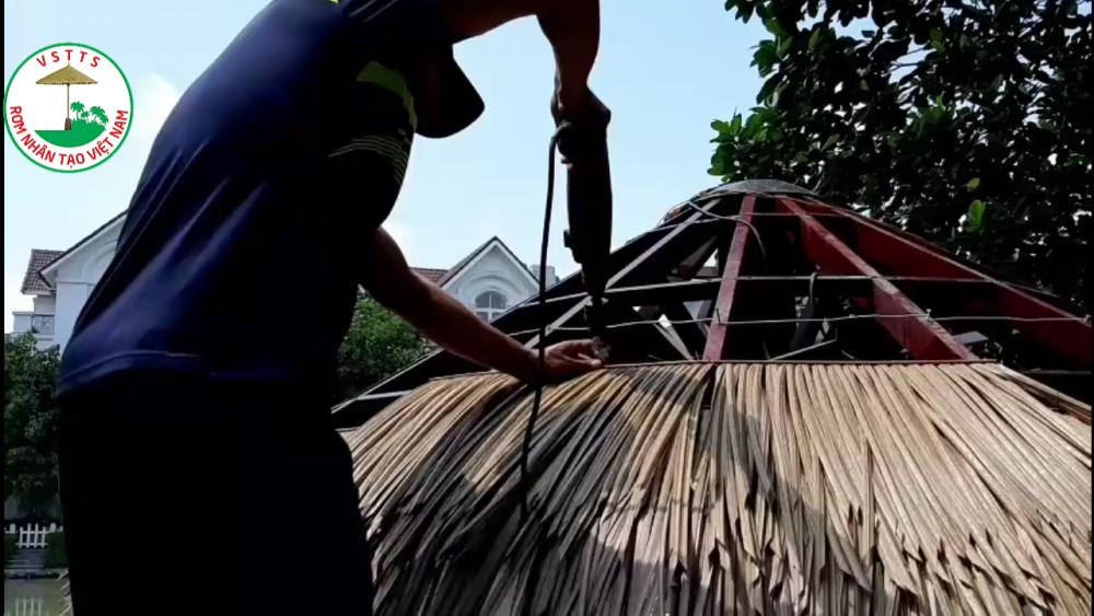 Công ty Cổ phần Rơm Nhân Tạo Việt Nam thi công lợp mái chòi Rơm nhân tạo tại dự án Vinhomes River side