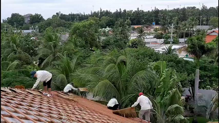 Quá trình thi công lợp mái lá nhân tạo tại Resort Múi Né - Phan Thiết